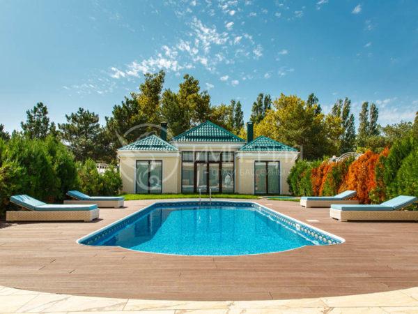 Панельный бассейн в Римском стиле