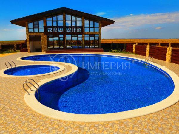 Бетонный бассейн 12 х 24 м.